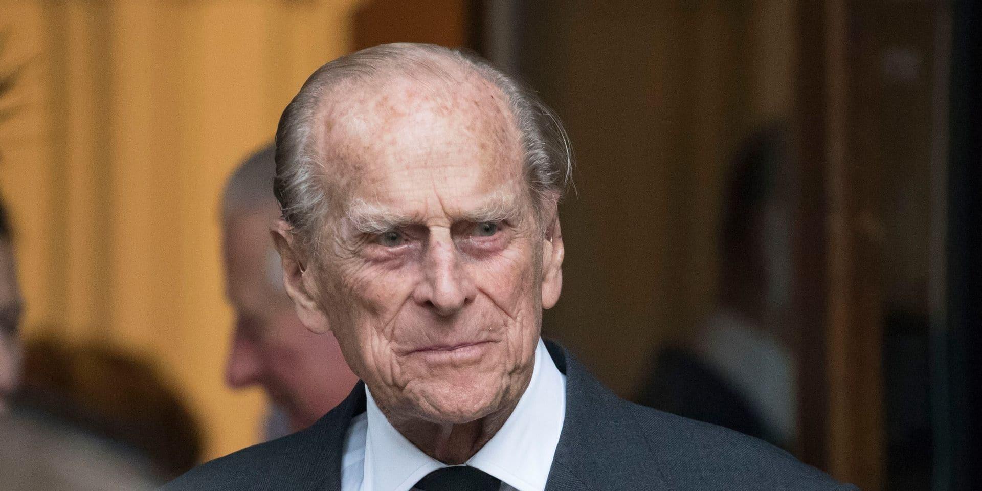 """Le prince Philip, époux d'Elizabeth II, hospitalisé """"par précaution"""""""