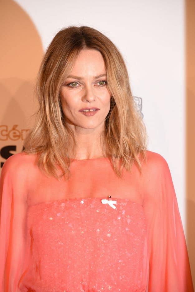 Chanteuse, mais aussi actrice, Vanessa Paradis a fait une apparition remarquée dans une belle robe rose.
