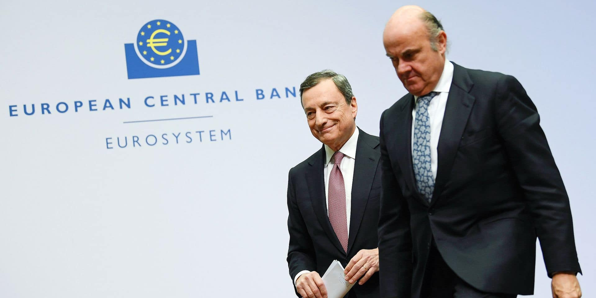 24 January 2019, Hessen, Frankfurt/Main: Mario Draghi (l), President of the European Central Bank (ECB), and Vice-President Luis de Guindos leave the panel following the press conference at the ECB's headquarters. At their regular meeting, Europe's top currency watchdogs left the key interest rate in the euro zone at a record low of zero percent. Photo: Arne Dedert/dpa Reporters / DPA