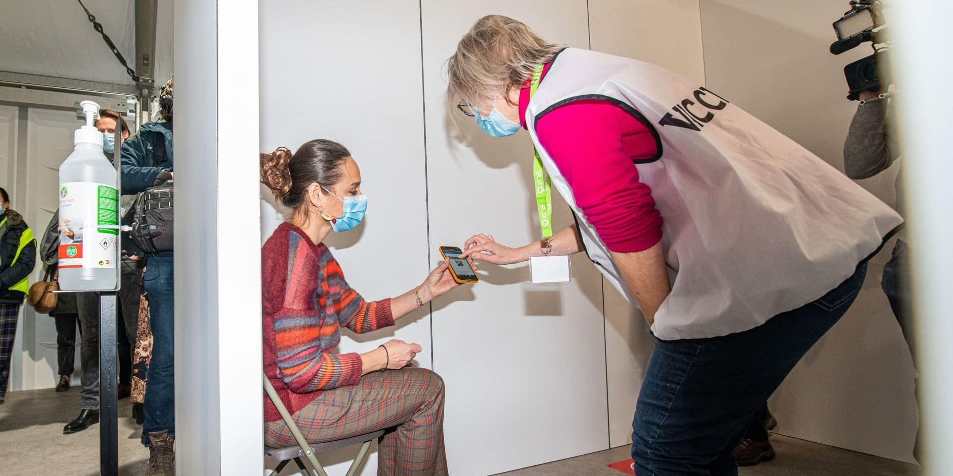 """La directrice du Centre européen de prévention et de contrôle des maladies prévient la population: """"Il faut se préparer à ce que le virus reste parmi nous sur le long terme"""""""