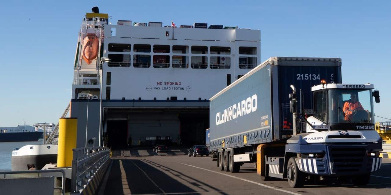 Quinze migrants sauvés d'un conteneur réfrigéré à Zeebrugge