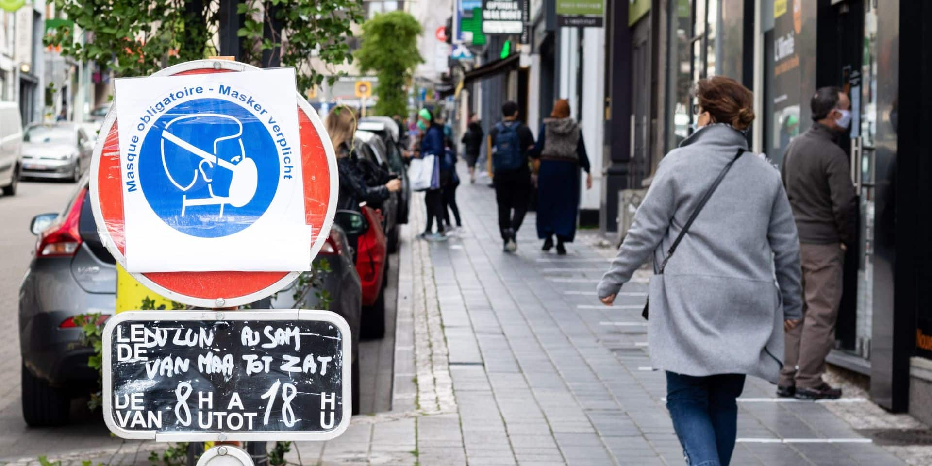 Masque obligatoire: bien respecté sur les marchés, moins dans les rues fréquentées