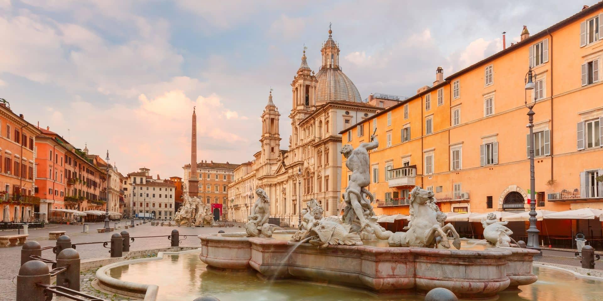 Délaissant la morosité parisienne, une écrivaine part, plus tôt que prévu, pour Rome où elle n'est pas attendue.