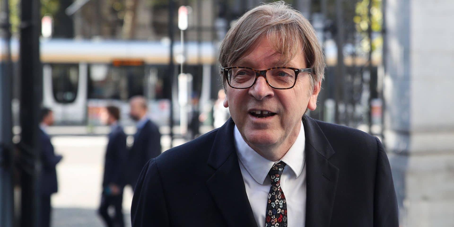 """""""Ne faites pas de reproches au Parlement européen, faites-en à Westminster!"""": Guy Verhofstadt s'exprime après le report du vote sur le Brexit"""