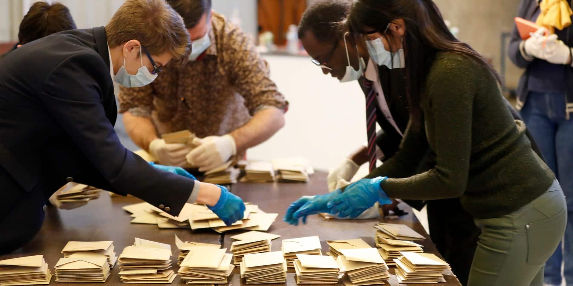 France: des cas de coronavirus chez les assesseurs, une semaine après les municipales