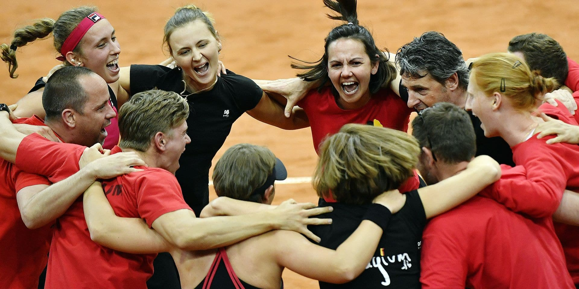 Belgium's coach Dominique Monami and the Belgian team celebrate after the fifth and last game, the double, between Russian pair Anna Blinkova and Daria Kasatkina and Belgian pair An-Sophie Mestach and Elise Mertens, in the Fed Cup World Group Play Off between Russia and Belgium, Sunday 23 April 2017, at the Small Sports Arena Luzhniki in Moscow, Russia. BELGA PHOTO BENOIT DOPPAGNE
