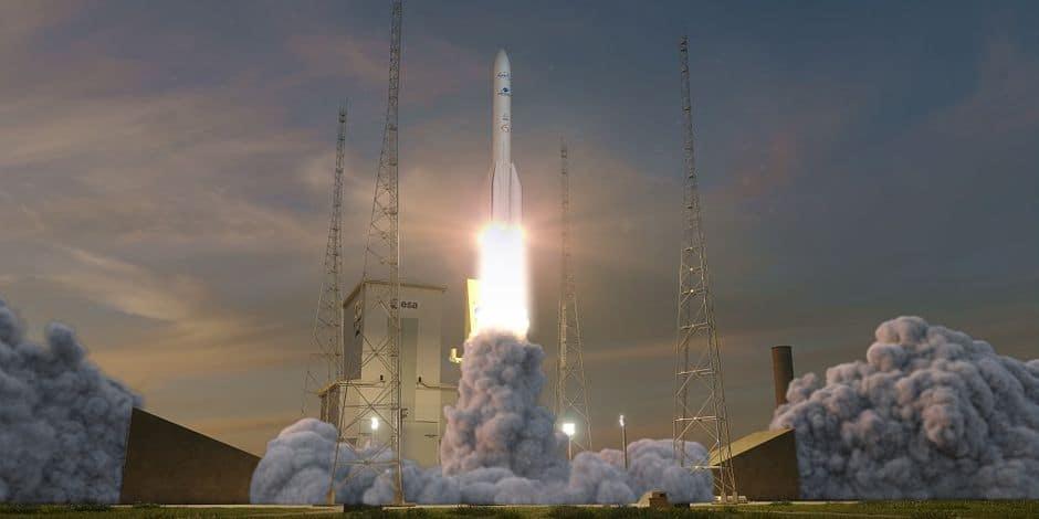 Visualisation d'un lancement d'Ariane 6. Le premier lancement devrait être effectué en 2021. Annoncé en 2020, il a été reporté après les problèmes financiers de OneWeb, client commercial du lancement, qui a trouvé des repreneurs en juin 2020.