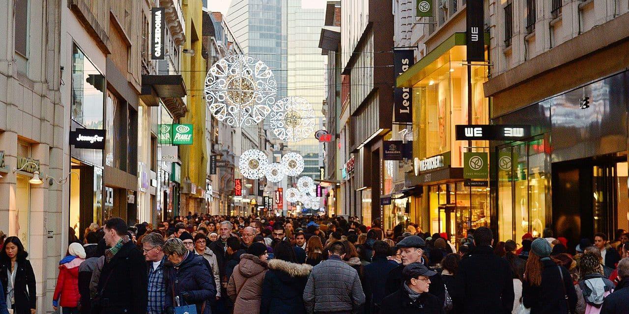 Bruxelles - Rue Neuve: Les emplettes de fin d'année vont bon train avant les grèves de décembre