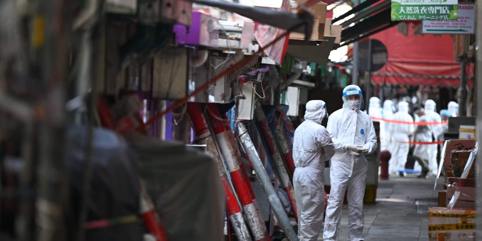 Coronavirus dans le monde: Hong Kong confine un quartier, semi-confinement décrété à Oslo après un foyer du variant anglais