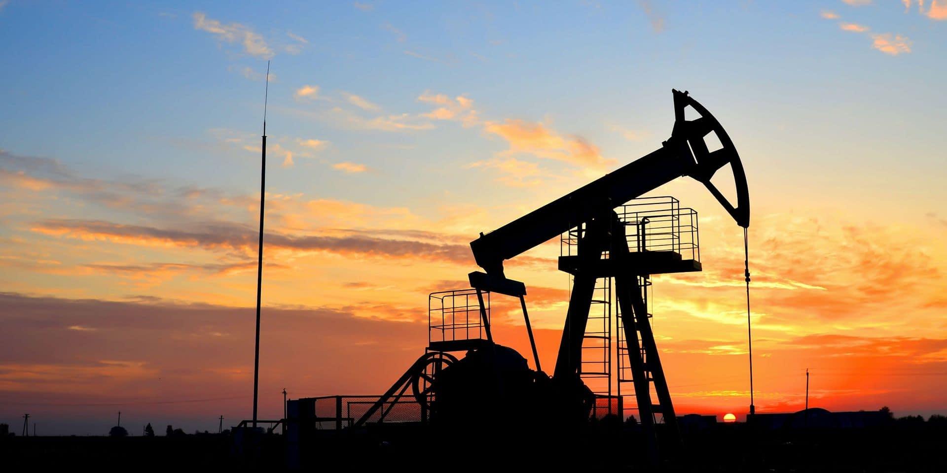 Le pétrole accélère sa hausse après de bons chiffres aux Etats-Unis