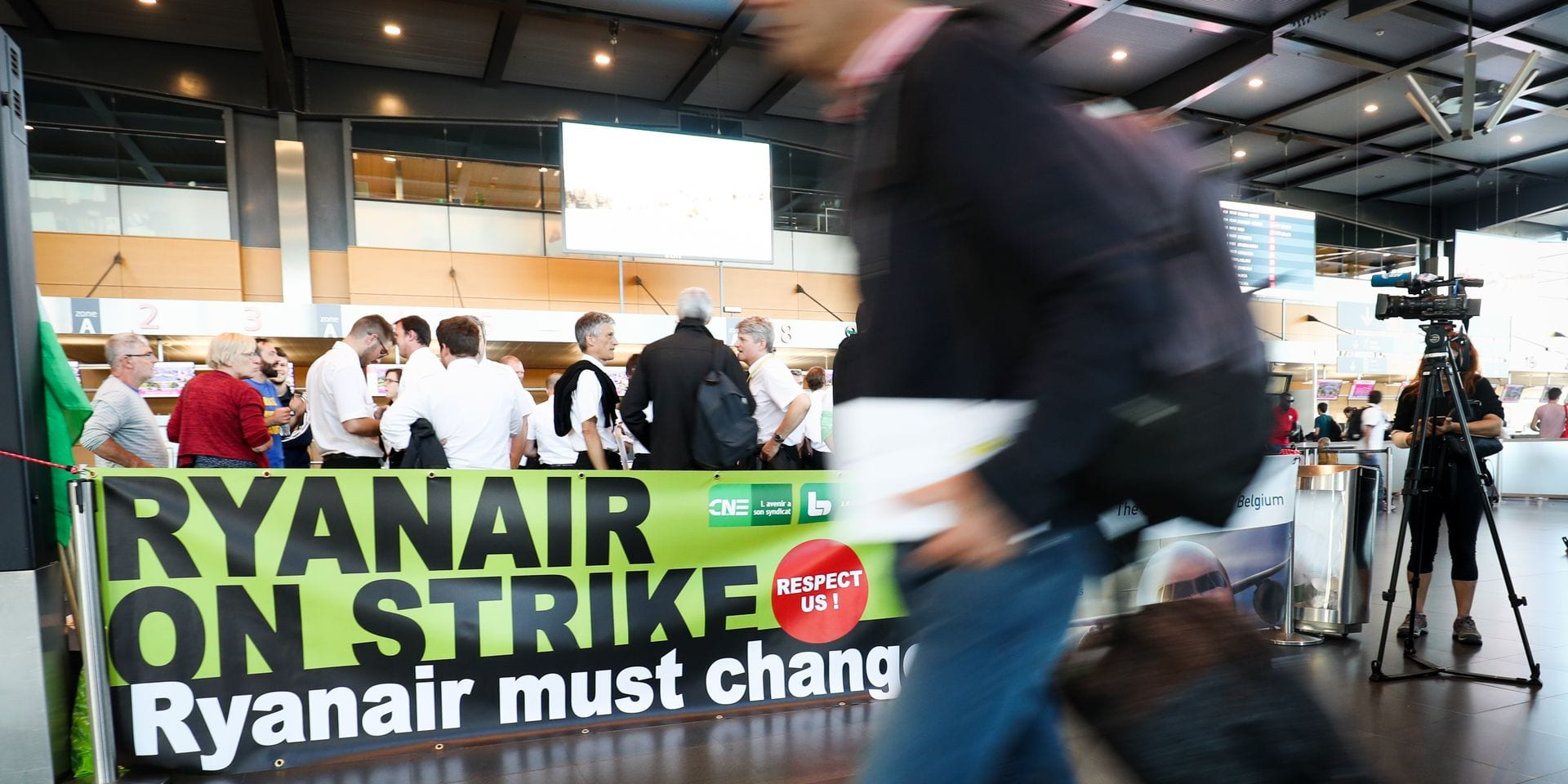 Illustration picture shows a banner saying Ryanair must change, Ryanair on strike, inside Charleroi airport departure hall, during a strike of pilots of Irish low-cost airline Ryanair in Belgium, Friday 10 August 2018 at Charleroi (Brussels South) airport. Pilots from several countries including Germany, Sweden and Netherlands, are on strike for better rights and the recognition of a union. BELGA PHOTO VIRGINIE LEFOUR