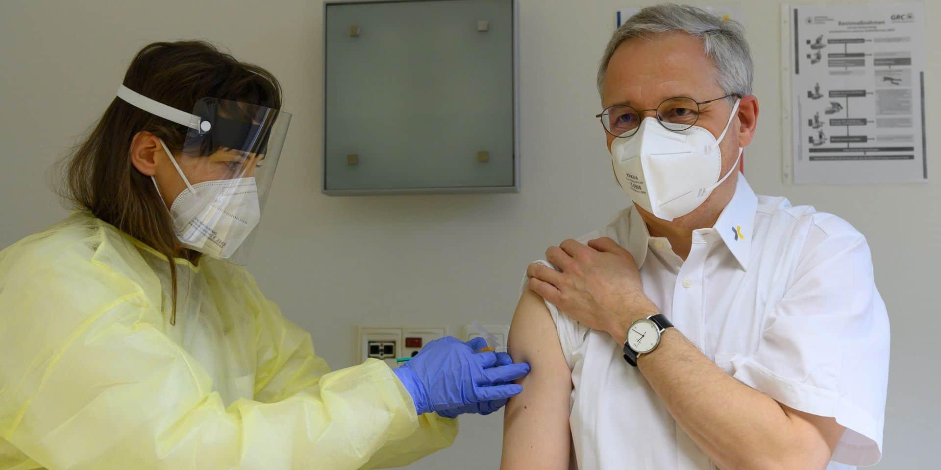 Pourquoi certains pays vaccinent bien plus vite que la Belgique ?