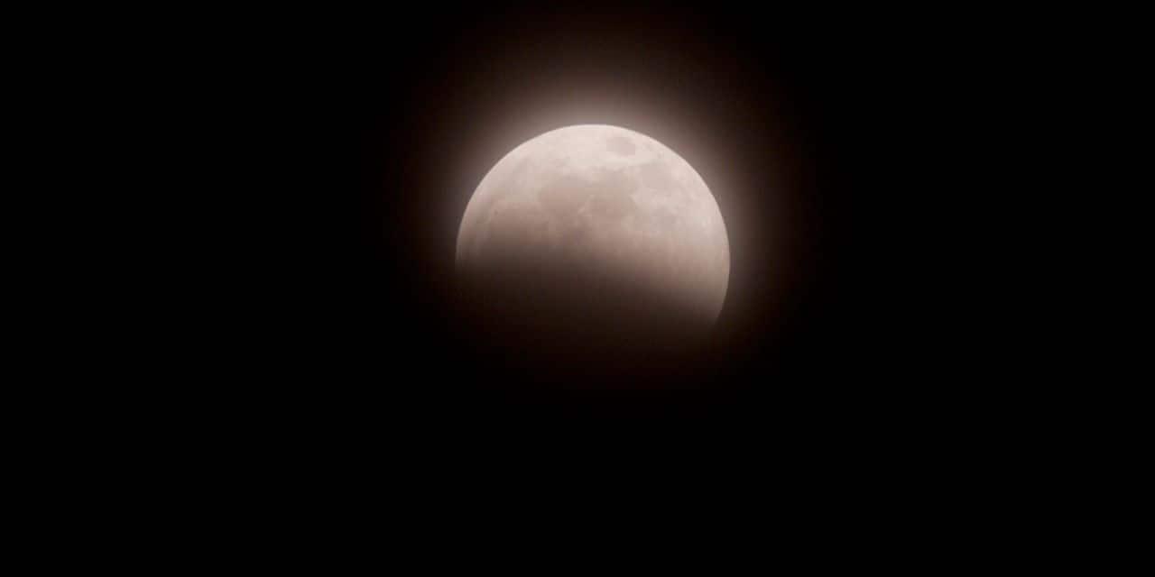 Une éclipse lunaire partielle visible vendredi soir en Belgique