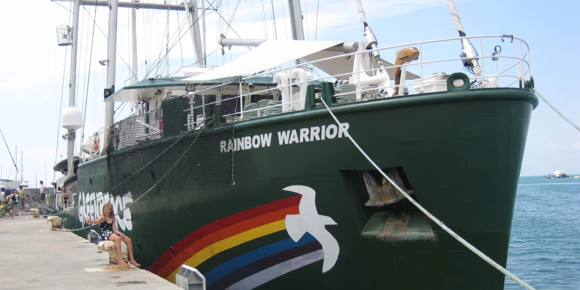 """Greenpeace et le Rainbow Warrior III dénoncent """"la pollution des déchets nucléaires"""" en France"""