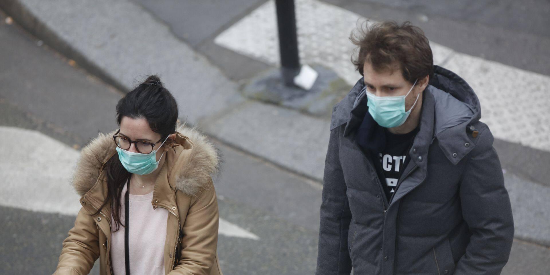 Coronavirus: est-il vraiment utile de porter un masque en n'étant pas contaminé ?