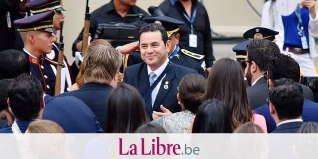 Guatemalan President Jimmy Morales (C) arrives for the inauguration ceremony of El Salvador's new president Nayib Bukele, at Gerardo Barrios Square outside the National Palace in downtown San Salvador, on June 1, 2019. - Bukele, 37, who was elected in February to succeed Salvador Sanchez Ceren, has said he will seek closer ties with the United States, home to 2.5 million Salvadorans. (Photo by Oscar Rivera / AFP)